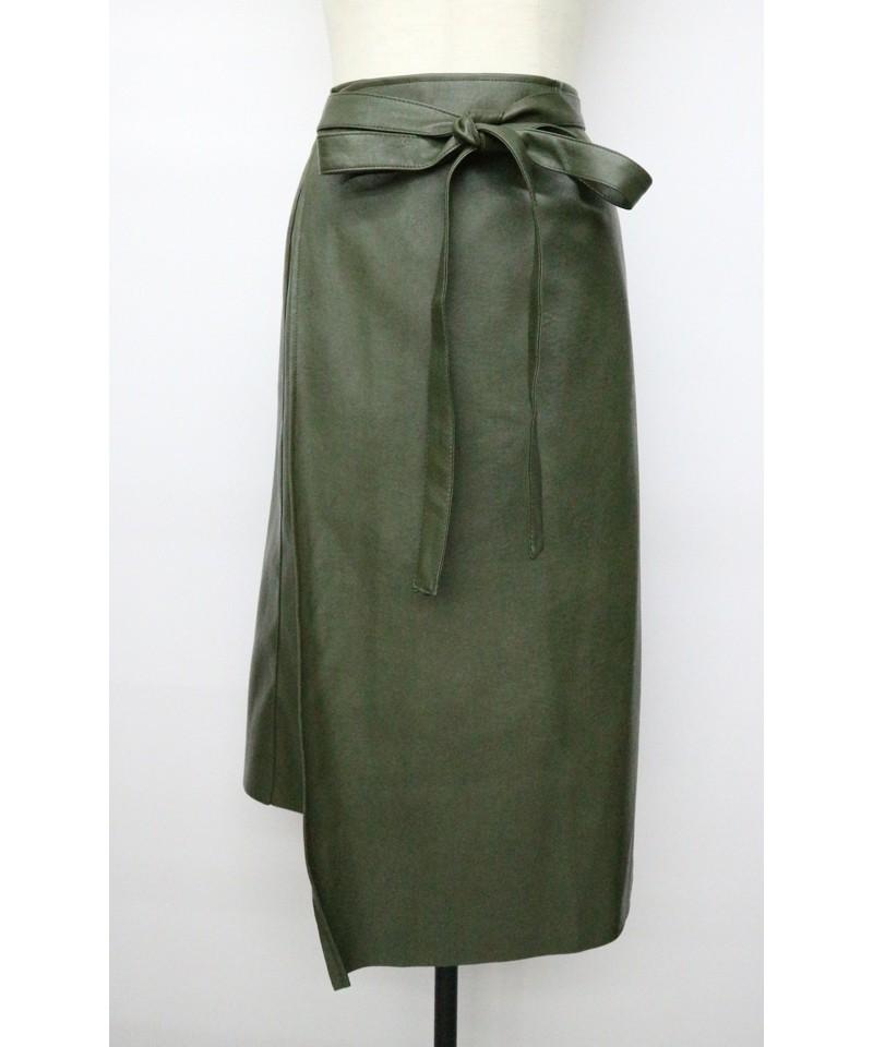 シンセティックレザーラップスカート